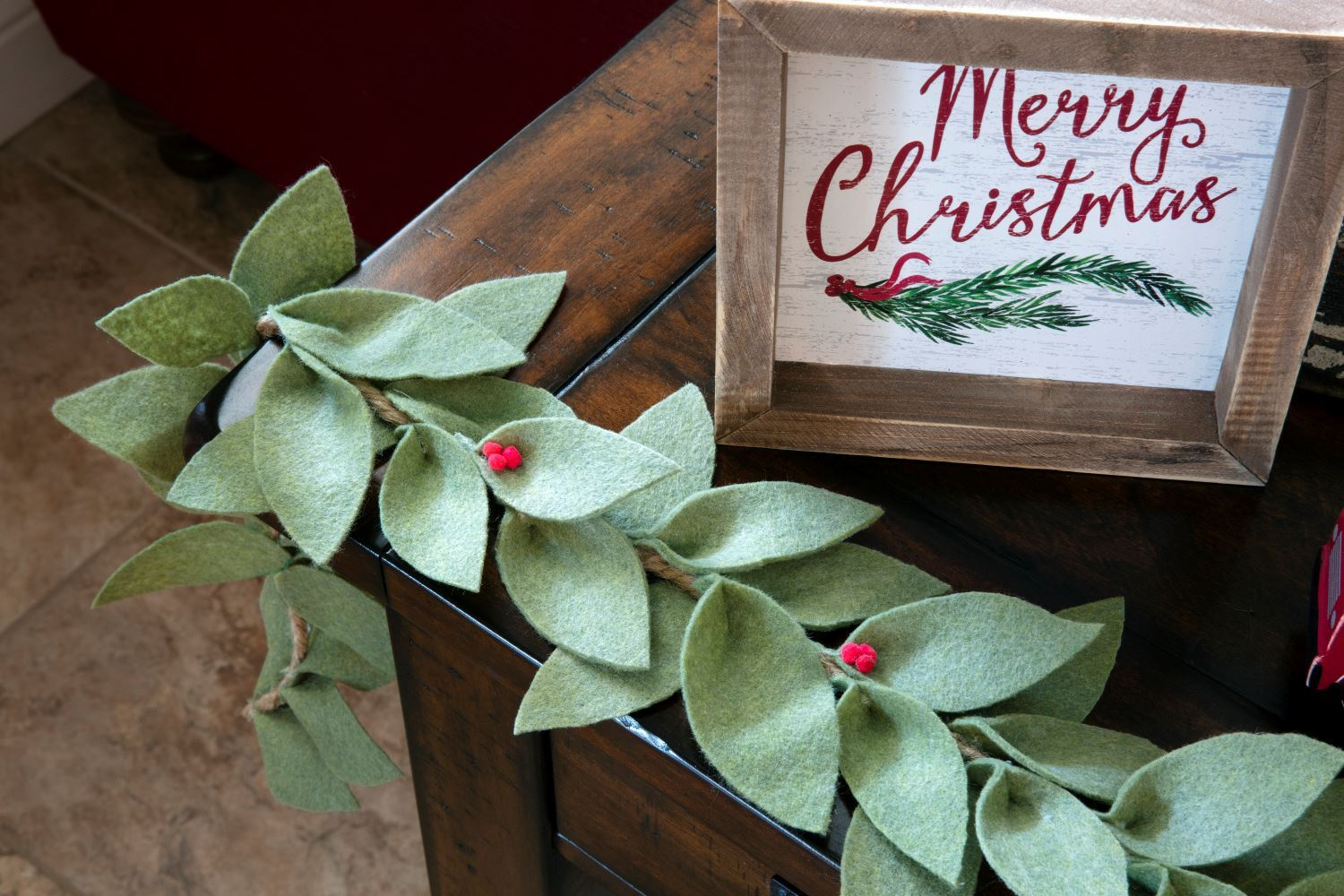 Easy-to-Make Felt Holiday Garland