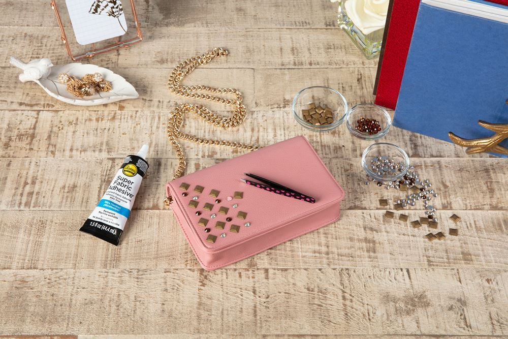 Aleene's DIY Upcycled Purse - arrange studs