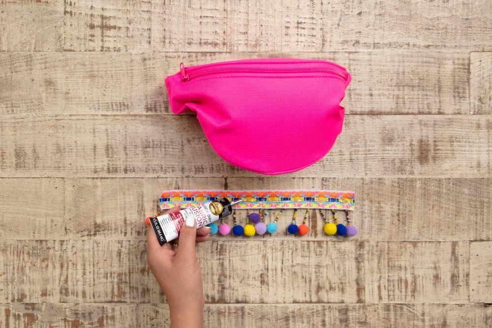 Aleene's No-Sew Pompom Waist Pack