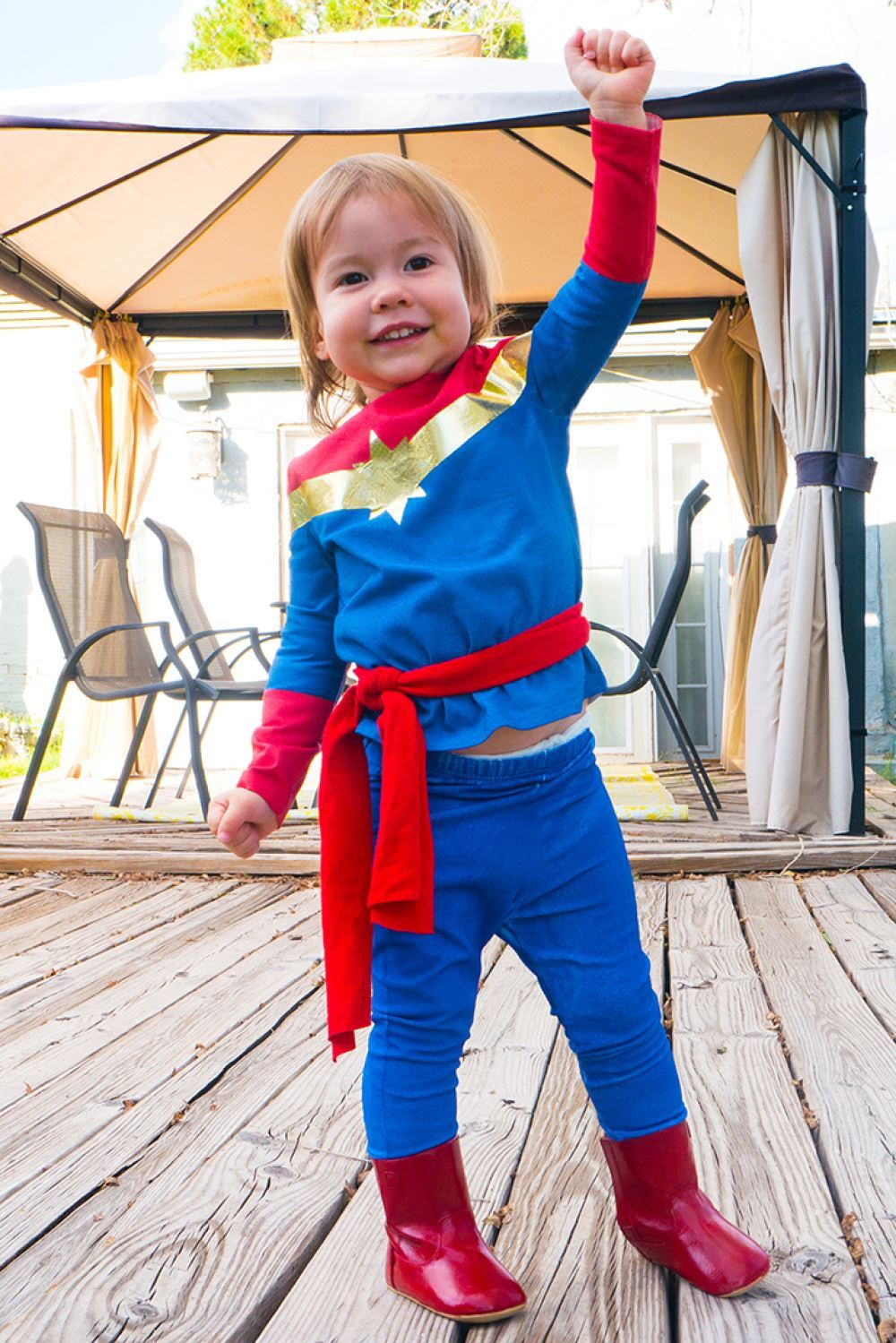 Picture of No-Sew Kid's Captain Marvel Costume