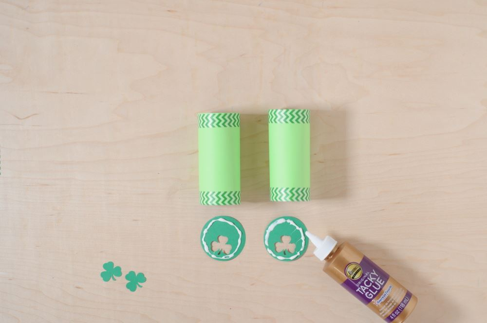 Aleene's Easy Paper Craft: Leprechaun Finder - glue circles to tubes