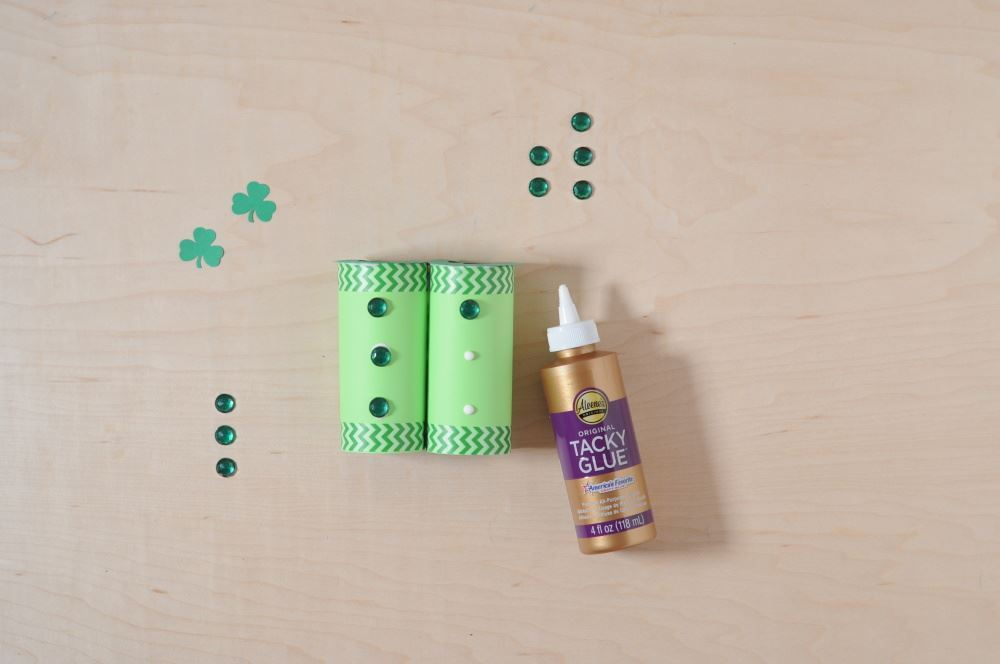 Aleene's Easy Paper Craft: Leprechaun Finder - decorate