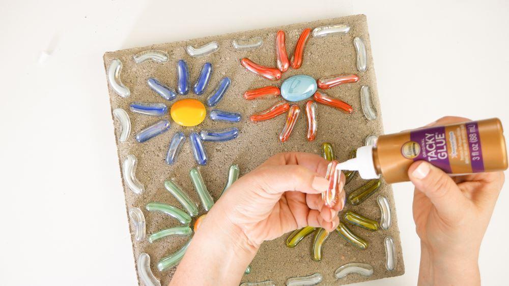 How to glue ceramics to glass