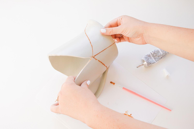 How to glue ceramics to ceramics