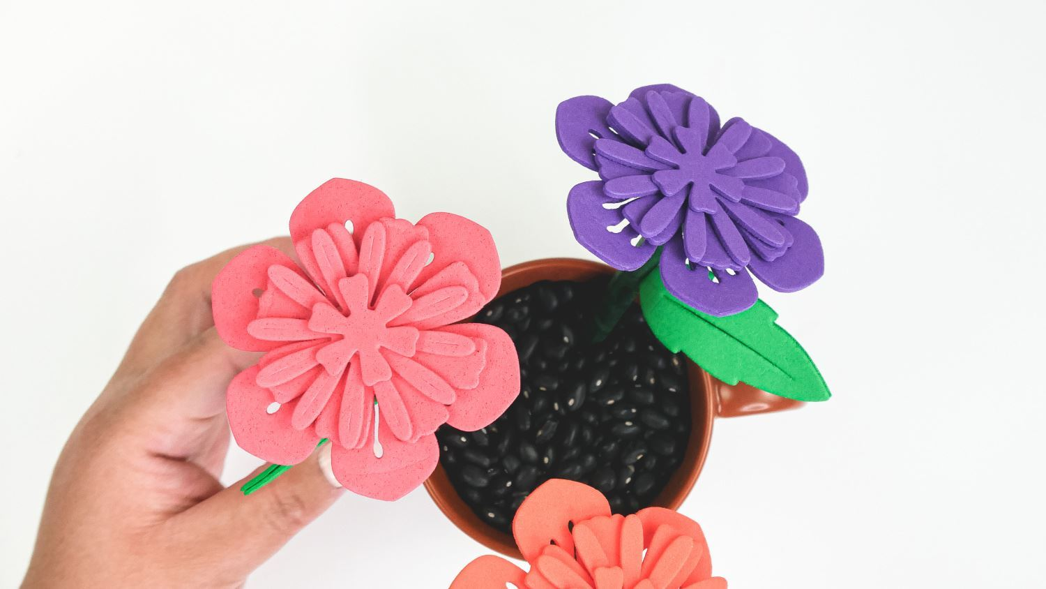 Arrange flower pens in pot
