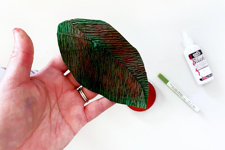 Sponge PanPastel onto leaf